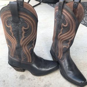 Ariat cowgirls boots size 7b